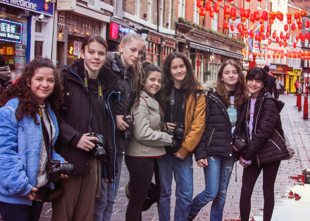 teenagers learning about DSLR cameras